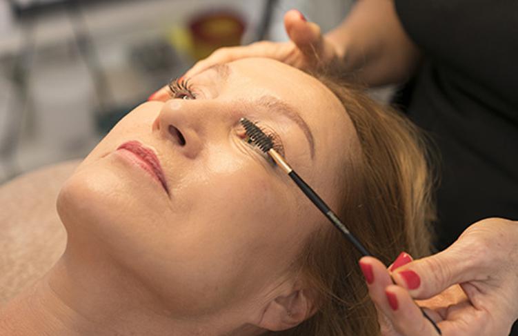 Schoonheidsspecialiste Beauty Betty Delft verven en epileren wenkbrauwen verven wimpers