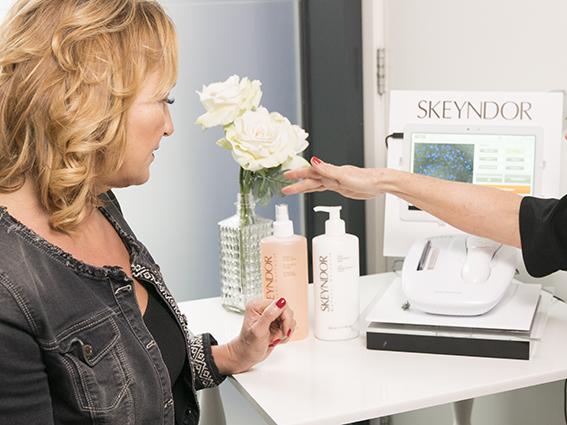uitleg schoonheidsbehandeling in de schoonheidsspecialiste praktijk en beautysalon Beauty Betty Delft