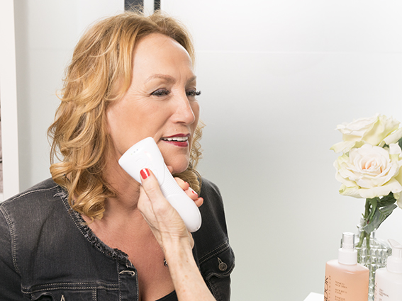 huidanalyse bij eerste behandeling gratis in de schoonheidsspecialiste praktijk en beautysalon Beauty Betty Delft