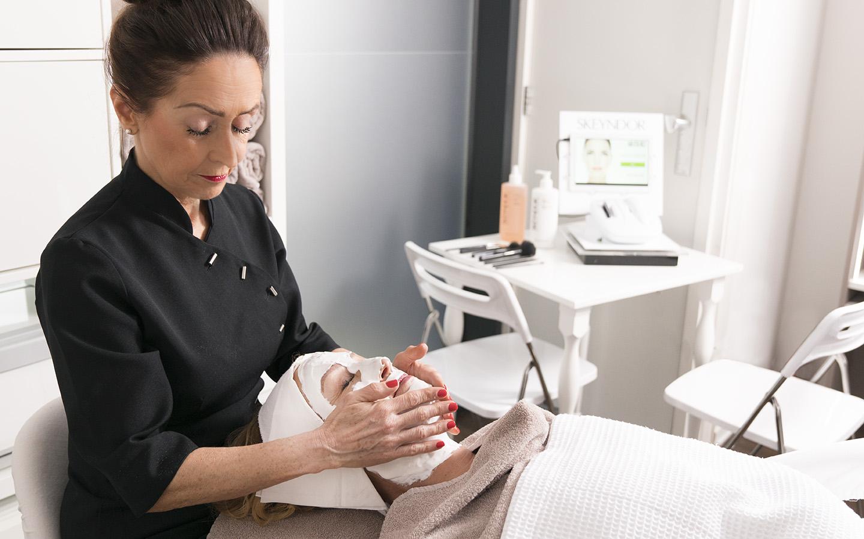 Verjongende schoonheidsbehandeling in de schoonheidsspecialiste praktijk en beautysalon Beauty Betty Delft