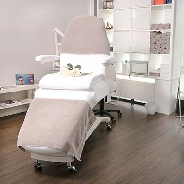 Behandelstoel van schoonheidsspecialiste praktijk beautysalon Beauty Betty Delft
