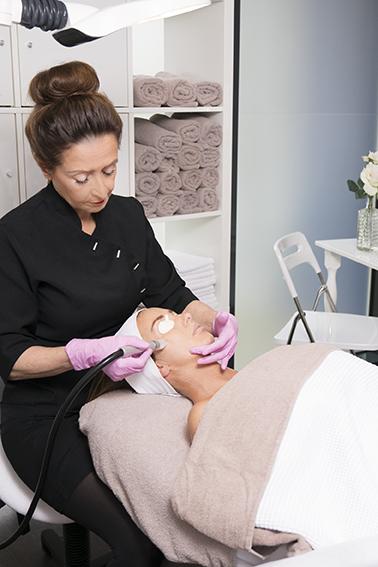 Gevarieerde beauty behandelingen van schoonheidsspecialiste beautysalon Beauty Betty Delft