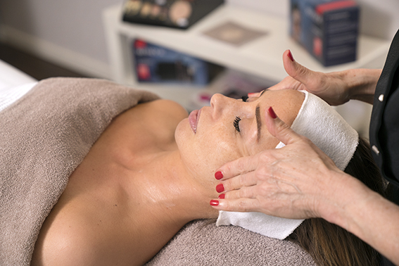 Schoonheidsspecialiste Delft Beauty Betty gespecialiseerd anti rimpel acne slappe huid littekentjes
