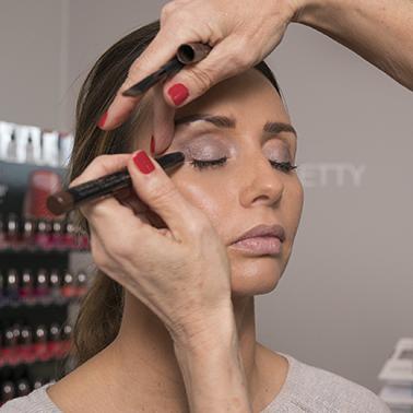 gezichts make-up advies van schoonheidsspecialiste beautysalon Beauty Betty Delft